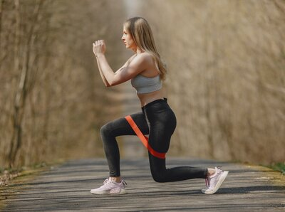 Put at work the elastic band and get back in shape!